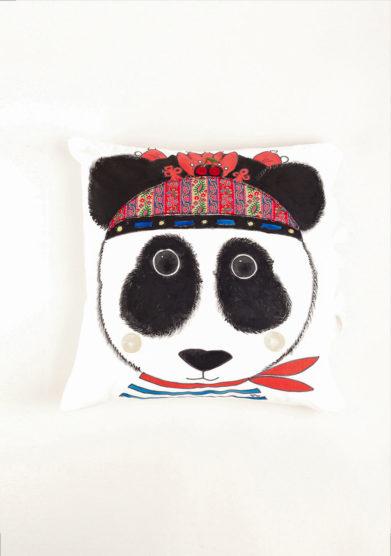 Cuscino in cotone fantasia panda dipinto e ricamato a mano