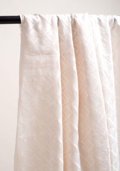 Tenda in lino con motivo geometrico