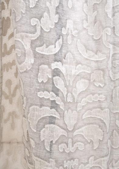 Tenda in lino con lavorazione fil coupè