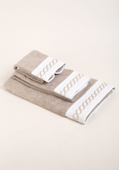 Set di spugne in puro cotone con ricamo corda sul bordo