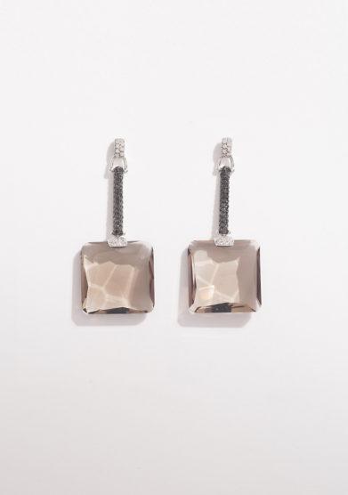 Orecchini pendenti in oro bianco con diamanti e quarzo fumè