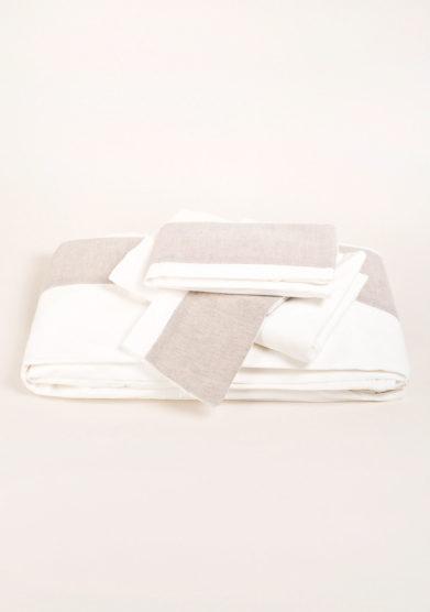 Completo letto in cotone con contrasto in lino