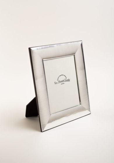 Cornice portafoto in argento a fascia rigata