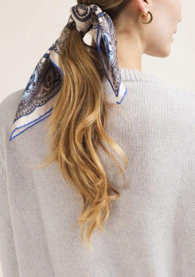 Foulard in seta con stampa paisley