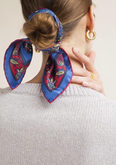 Foulard in seta con stampa paisley blu