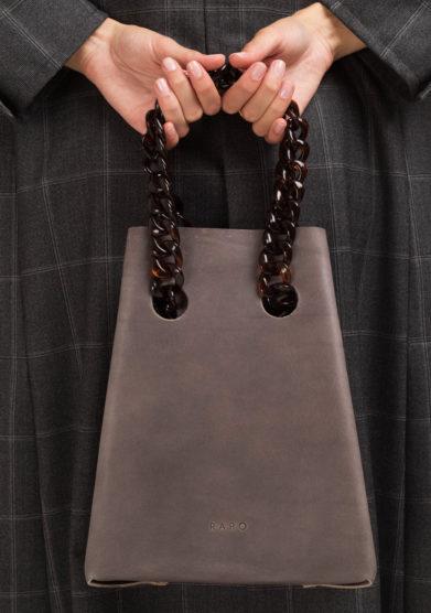 Chain bag in pelle grigia