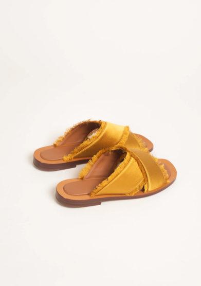Sandali in raso giallo senape