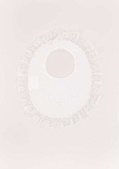 Bavaglino tondo in cotone batista bianco profilo valenciennes ricamo fiori