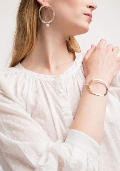 CREPUNDIA - Orecchini ovali con perla grigia