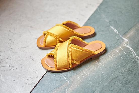 Ambleme sandals