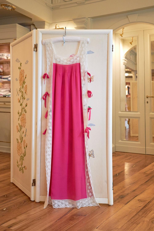 La camicia da notte Fiocchini Loretta Caponi su The Dressing Screen