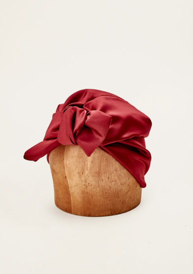 MARZOLINE - Burgundy silk turban with a knot detail