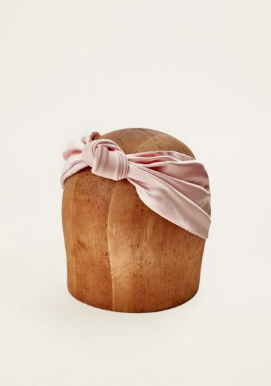 MARZOLINE - Fascia per capelli in seta rosa con nodo