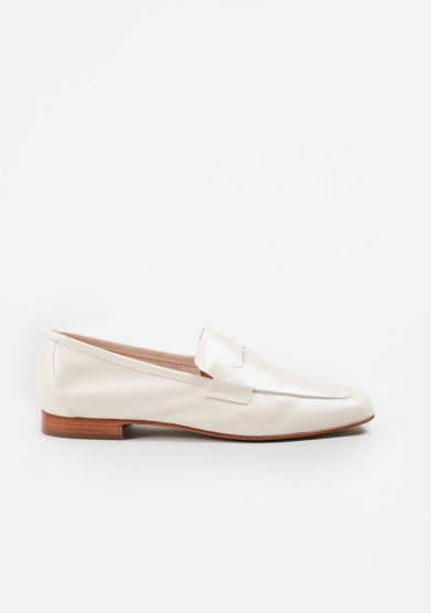 SITÓN - Pearled white leather loafers