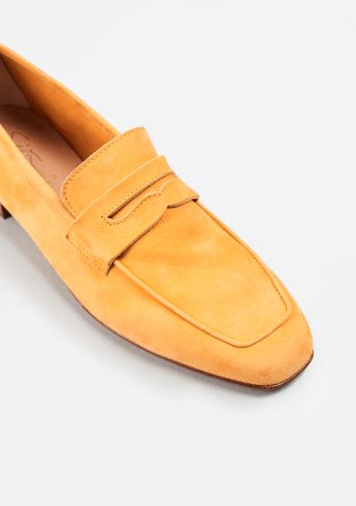 SITÓN - Saffron suede loafers