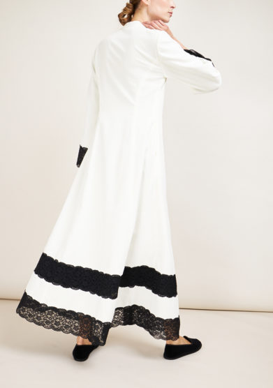 LORETTA CAPONI - White velvet coat with black lace details
