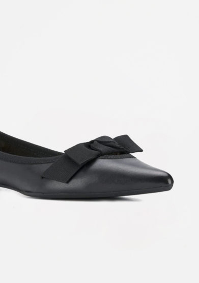 ANNA BAIGUERA - Black pointed pump with gros grain bow
