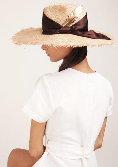 Ely b hats cappello madame beige con piuma oro