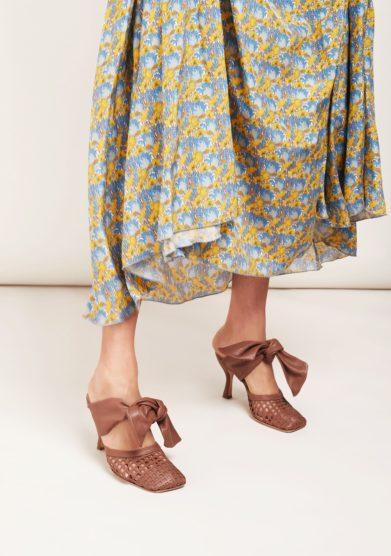 Sabot con tacco in pelle marrone e fiocco gia couture