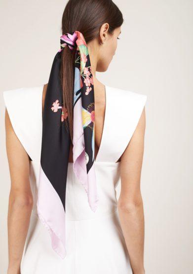 Foulard mantero classic carré nero profili rosa fantasia