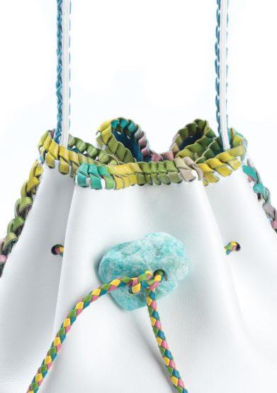 Iacobella borsa secchiello pelle bianca finiture multicolor