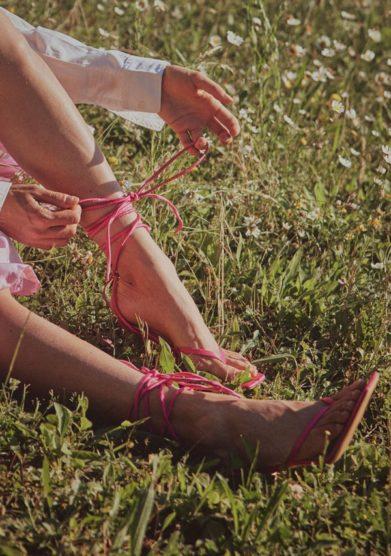 Gia couture sandalo infradito con tacco rosa legato alla caviglia