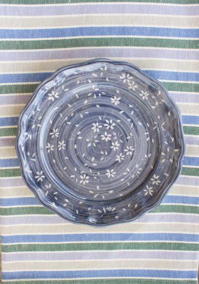 Il borro piatto piano ceramiche San Marco blu fiori bianchi