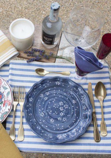 piatto piano ceramiche San Marco blu fiori bianchi il borro