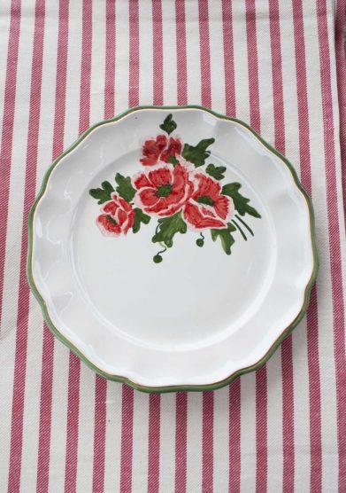 Il borro piatto piano ceramiche San Marco con fiori rossi