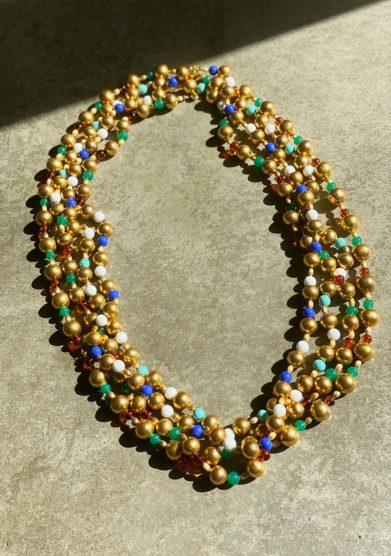 Madame pauline vintage collana lunga in metallo dorato e vetro colorato