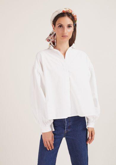 Qollezione camicia bianca con maniche ampie