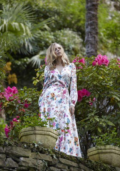 Abito lungo collezione Zilea modello Long Gown Paradisea Allover indossato Grand hotel tremezzo