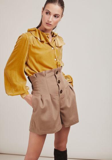 Le globazine shorts bottoni cashmere cammello