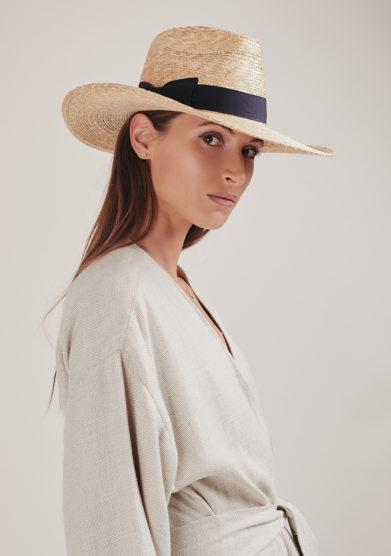 Montegallo cappello lady Bogart paglia nastro gros grain blu styled