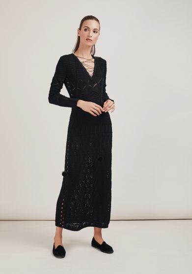 16R abito nero Brigitte 1R scollo V pompon intreccio crochet
