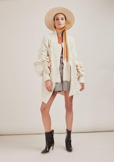 16R cappotto panna romina caponi maglia sciarpa incorporata look
