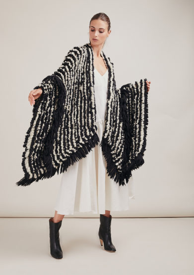 16R romina caponi poncho bianco nero maglia frange