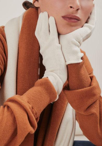 Alyki guanti bianchi cashmere lana indossato