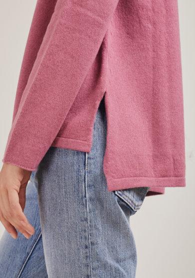Alyki maglia paricollo rosa in lana e cashmere con spacchi laterali