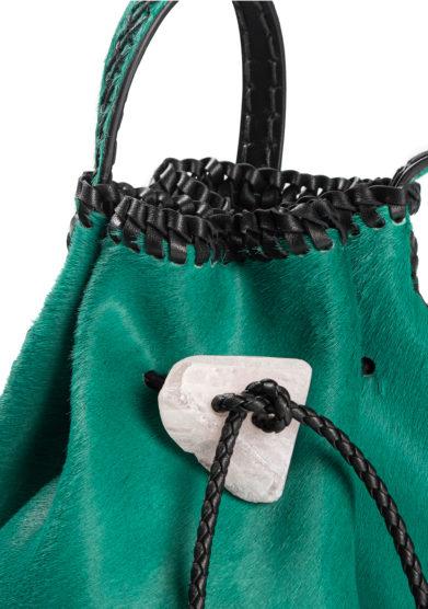 Iacobella borsa secchiello pelle cavallino verde dettaglio chiusura pietra