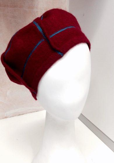 Altalen basco rosso lana ricami blu