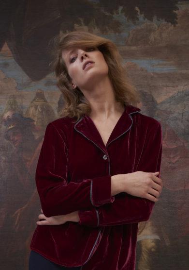 Chiara bloom camicia petunia in velluto di seta bordeaux