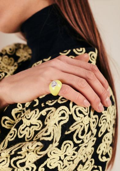 Isabì isabella pangrazi anello mignolo smaltato in oro e cuore di diamanti piccolo giallo
