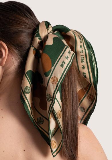 foulard in seta stampa it's a beautiful day to leave me alone Serà fine silk