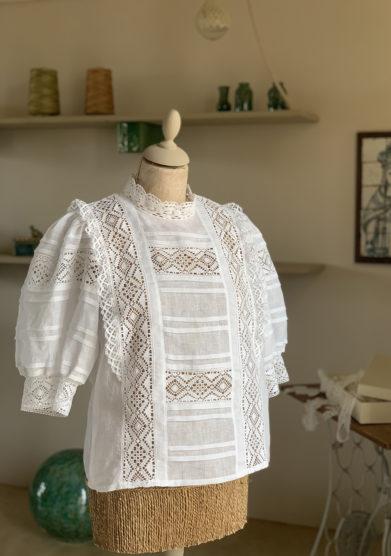 Verdura resort camicia lino manica a sbuffo e merletti
