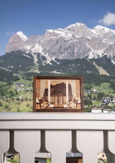 Cristallo resort quadro a intarsio in legno camera con vista jessica fiori
