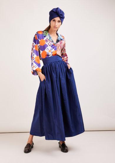 Susanna blu camicia artigianale in mix di sete stampate arancio e viola